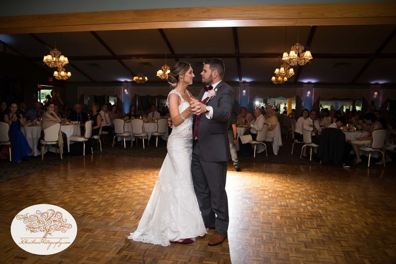 Belhurst Castle Pictures Geneva NY Syracuse Wedding Photographer-55
