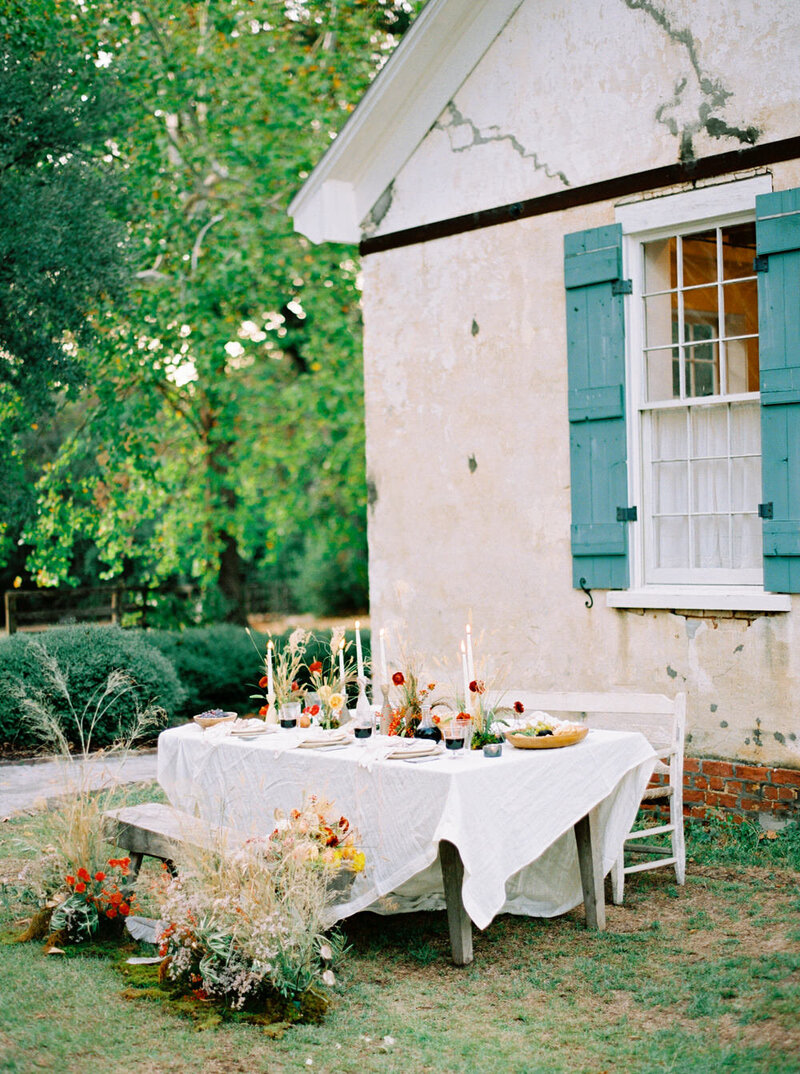 Relaxed al fresco wedding table for a microwedding dinner with foraged flowers and soft candlelight