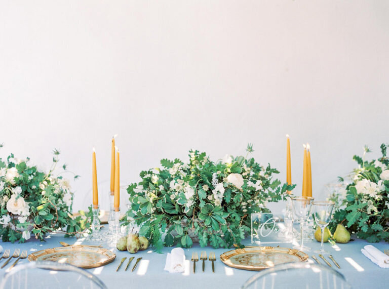 001-wedding-table-decor-with-antique-plates-in-gold-blue-and-yellow-from-greek-island-destination-wedding-768x571