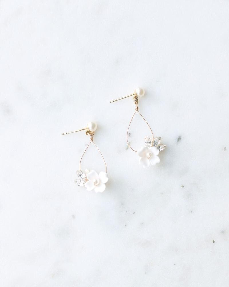 belle-fleur-earrings-gold-ivory-pearl-crystal-1-2400_0bb650a3-72bd-48bc-b9aa-f8789e7c5d98_800x