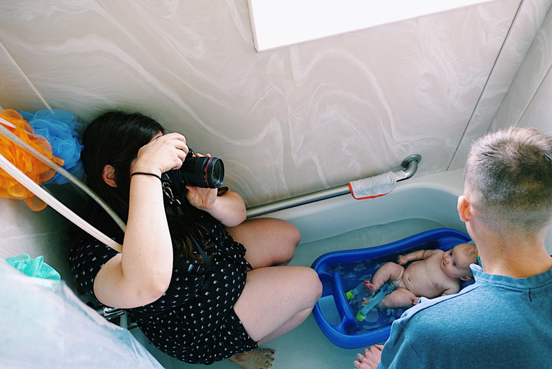 lauren roberts shooting family session in bathtub