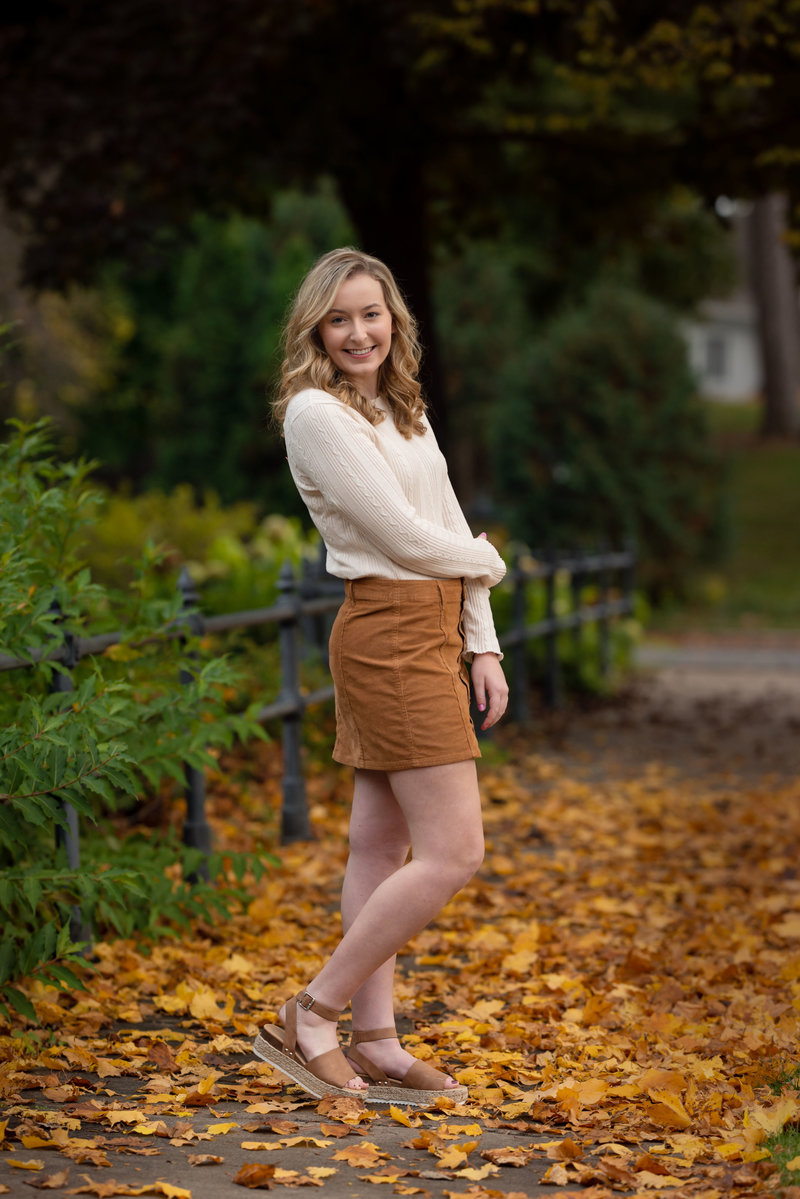 Eau-Claire-Wisconsin-Eliza-Porter-Photography-Highschool-Seniors-Girl-fall-DSC_9103-Edit