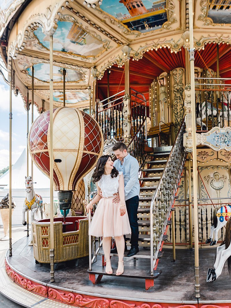 paris-couple-carousel