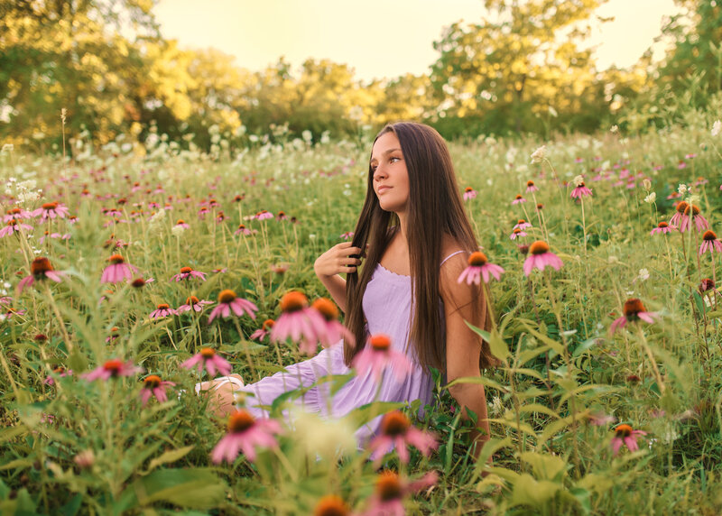 Des Moines-Iowa-Senior-Girl-Photographer-Theresa-Schumacher-Photography-Nature-Flowers-Girl