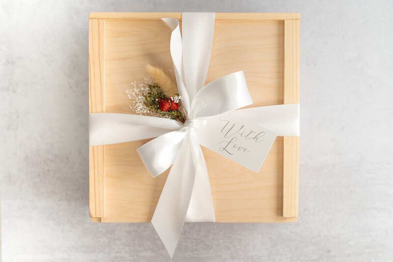 luxury-gift-box-deluxe-gift-lavender-and-pine-gifting 1