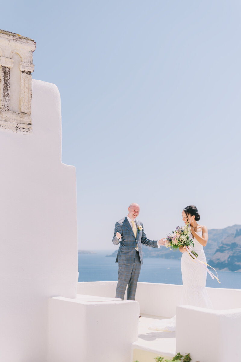 wedding in Santorini first look
