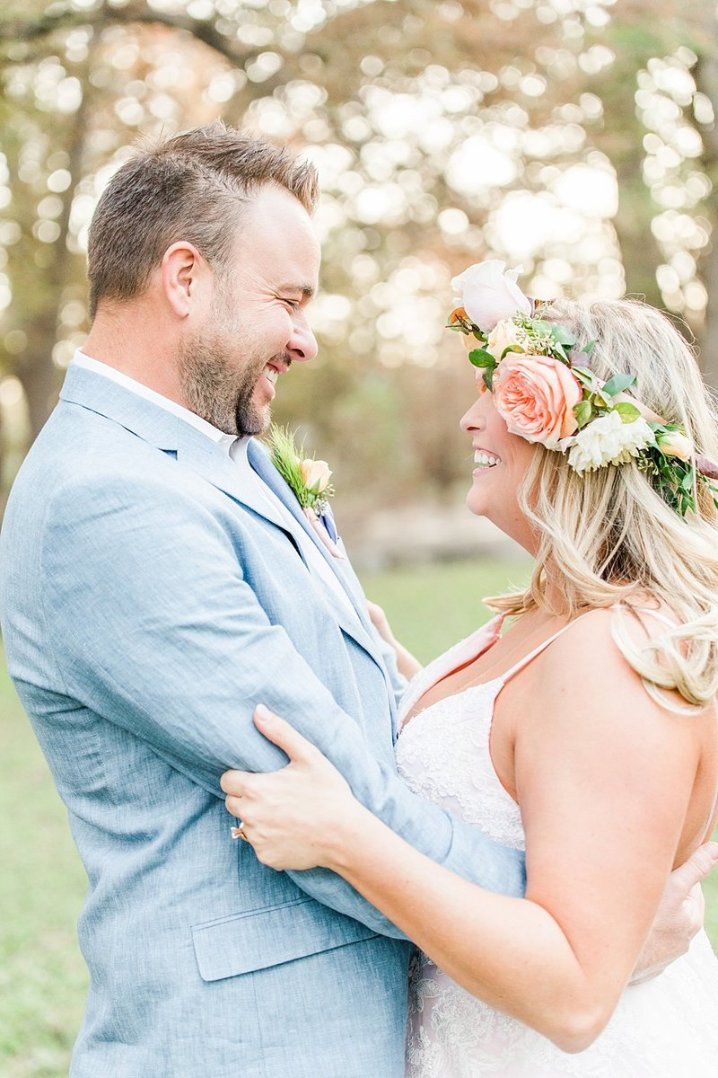 Intimate wedding in Utopia Texas Hill Country Wedding Venue photos by Allison Jeffers Photography_0042