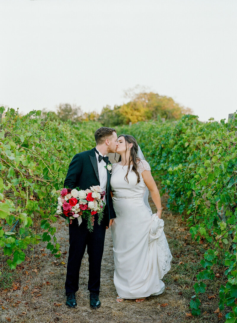 stephanie-aaron-wedding-vineyards-at-chappell-lodge-112
