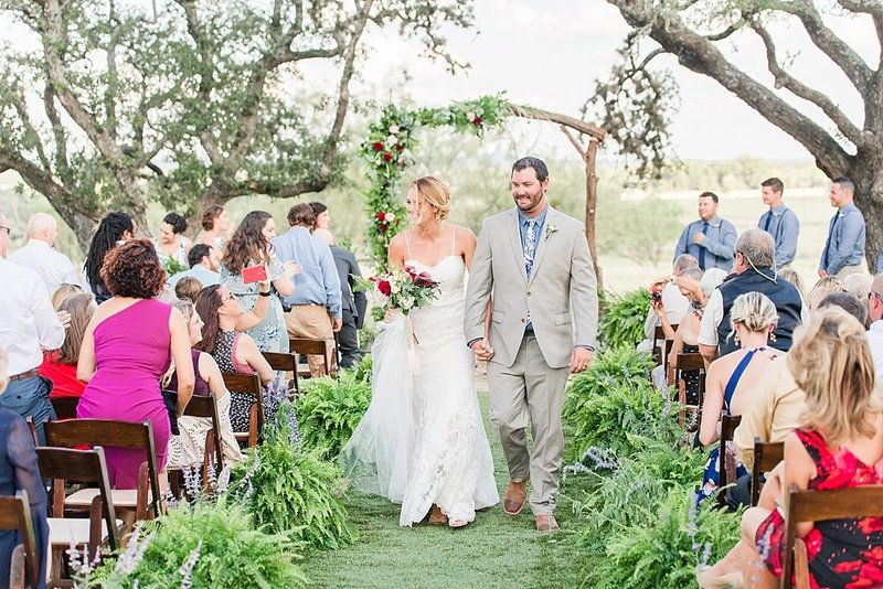 Navy and greenery botanical wedding at The Lodge at Country Inn _ Cottages Wedding Venue in Fredericksburg Texas_0067