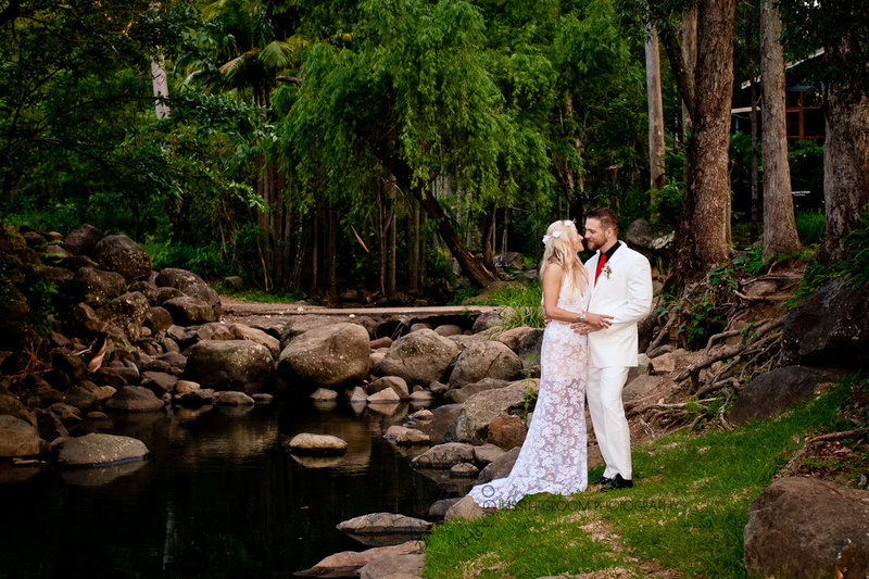 cedar-creek-lodges-trina-steve-wedding-kiss-the-groom-mt-tamborine-wedding-photographer-0751