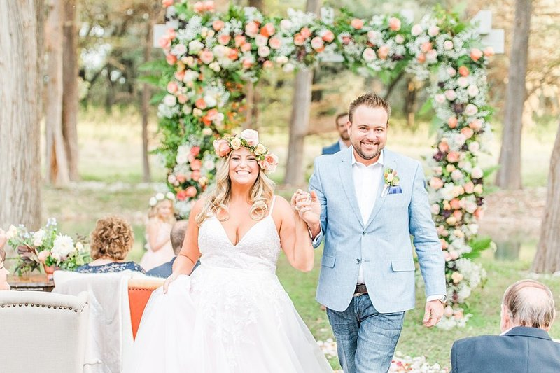 Intimate wedding in Utopia Texas Hill Country Wedding Venue photos by Allison Jeffers Photography_0040
