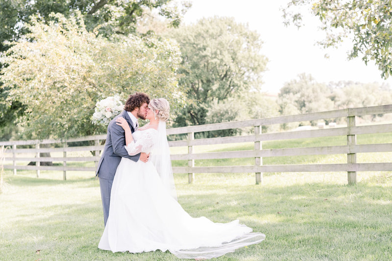 iowa-wedding-photographer-mississippi-pearl-photography-ardon-creek-winery-summer-wedding