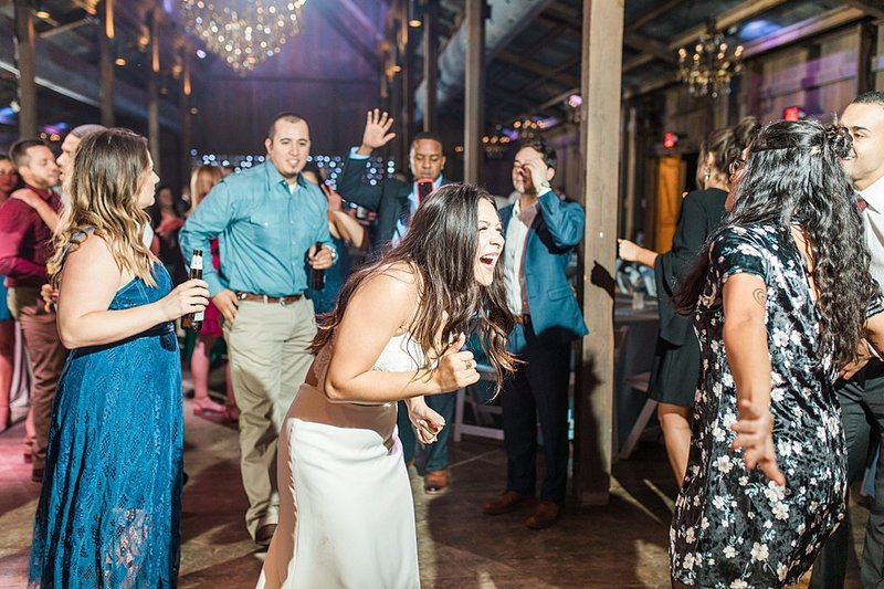 Eagle Dancer Ranch in Boerne Texas Wedding Venue photos by Allison Jeffers Photography_0090