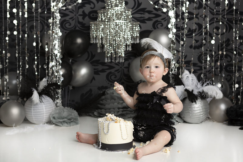 columbus-ohio-first-birthday-photographer-roaring-20s-black-and-white-cake-smash-new-years-baby