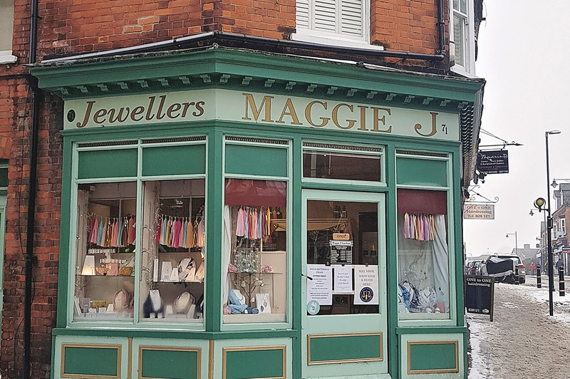 Maggie-J-Jewellers-shop-local-this-mothers-day-support-independent-business-tring-hertfordshire-001b