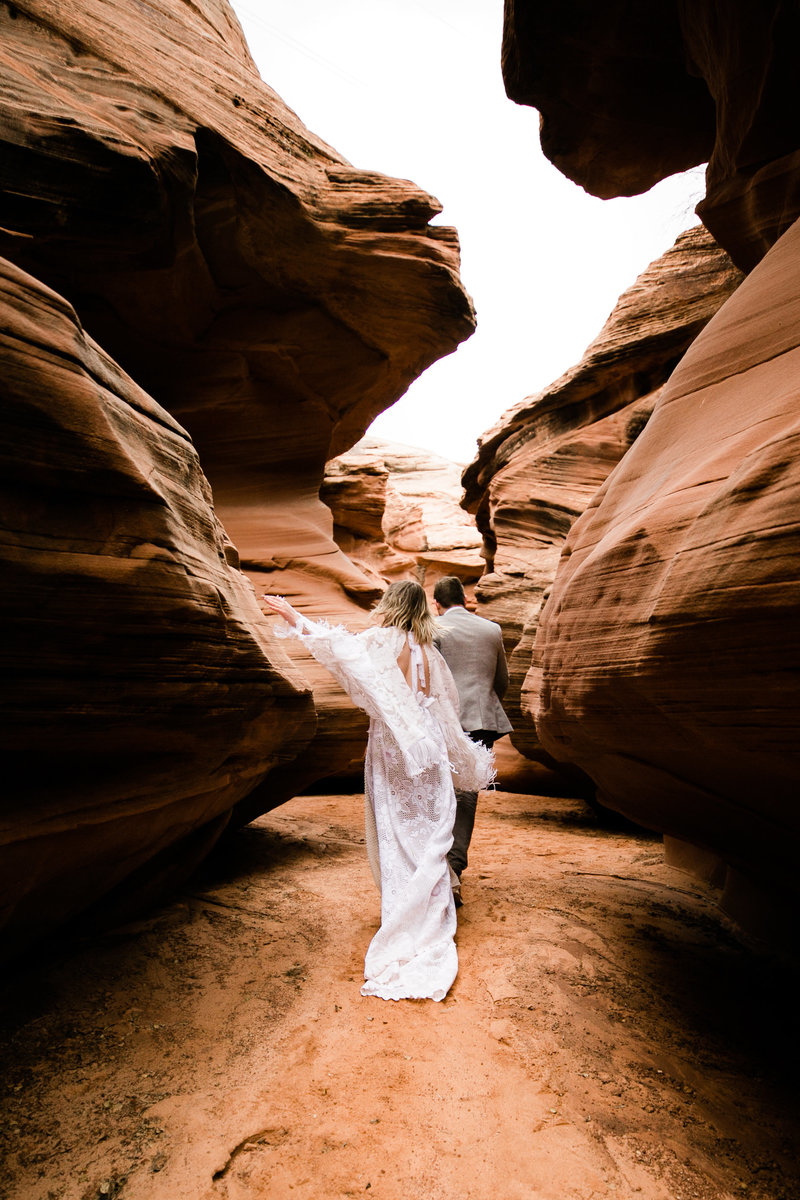Aimee-Flynn-Photo-14-hiking-wedding-page-arizona