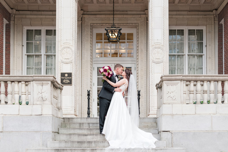 couple in front of boutique hotel wedding savannah