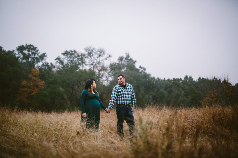 San Antonio Maternity photographer Expose The Heart Photography image of maternity session of couple holding hands