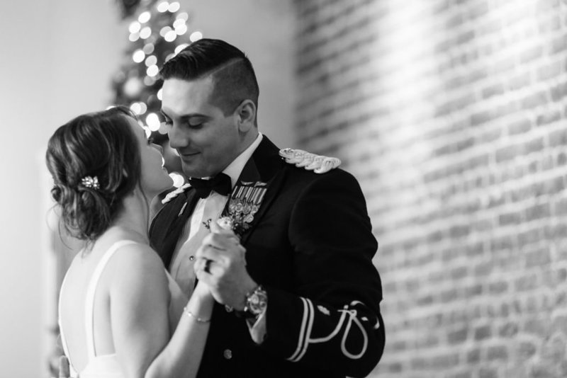 718-venue-fredericksburg-virginia-intimate-urban-winter-elopement-happy-to-be-Wedding-640