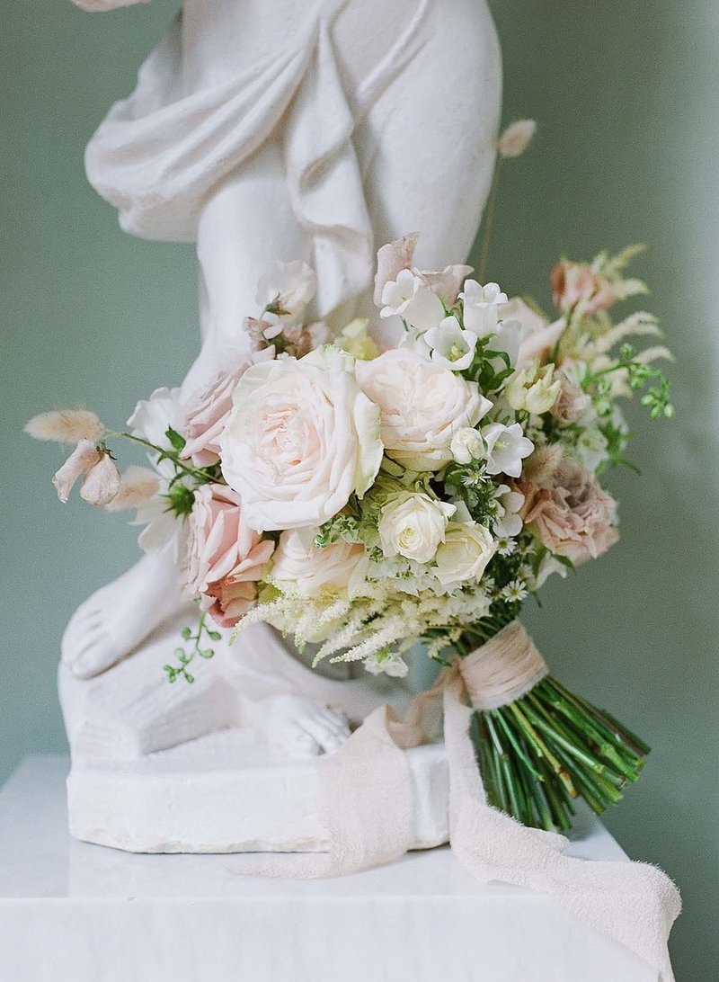 ethereal-bridal-bouquet