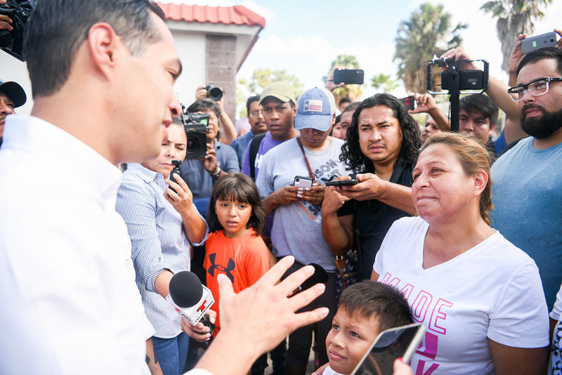 Julian Castro 2020 democratic primary visiting  US-Mexico border