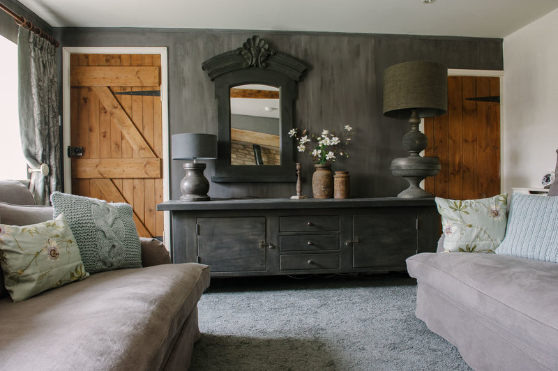 The snug at Bank Cottage in the Cotswolds, realised by Arte di Vita Interiors.