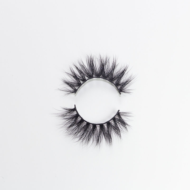 Belle-of-the-Ball-Mink-Eyelashes-Product-Photography-3