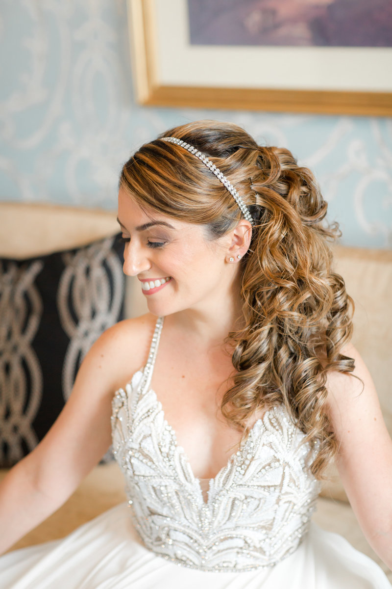 Bride in bridal suite at Molly Pitcher Inn