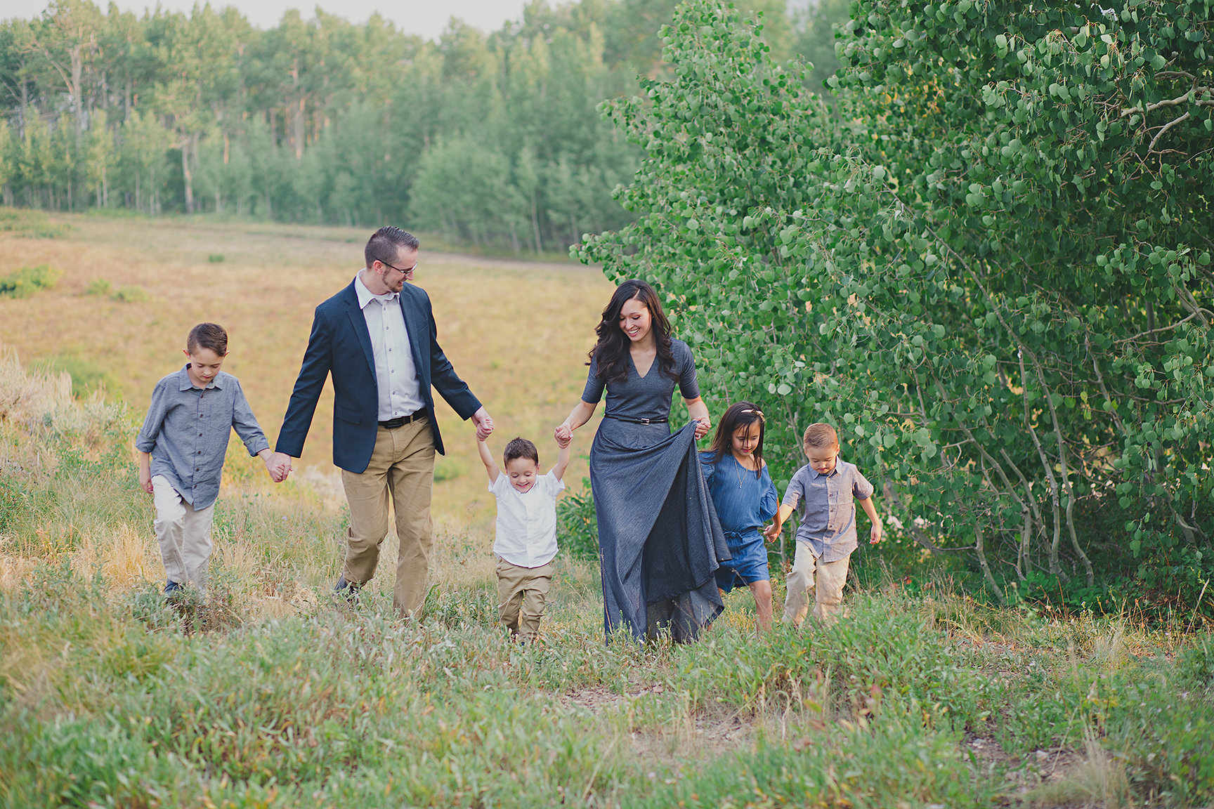 a family of 6 in their dressy style in the mountians